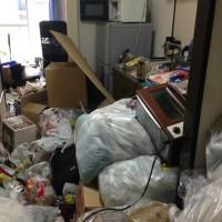 大量ゴミを片付ける前(玄関)
