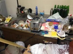 大量ゴミを片付ける前(キッチン)