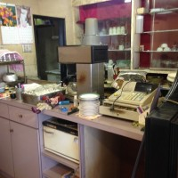 喫茶店の不用品回収 木製カウンターも撤去しました。