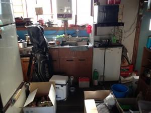 借家の台所の片付け前
